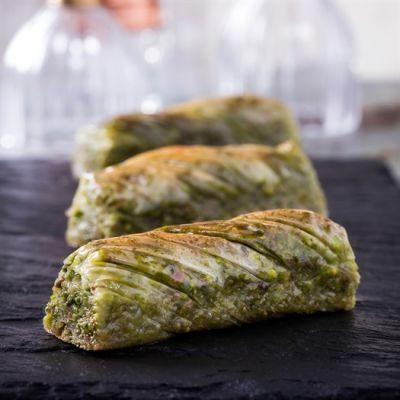 Pistachio Twisted Baklava , 25 pieces - 2.2lb - 1kg