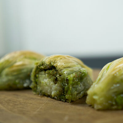 Handmade Mussel Baklava with Pistachio , 18 pieces - 1.9lb - 900g