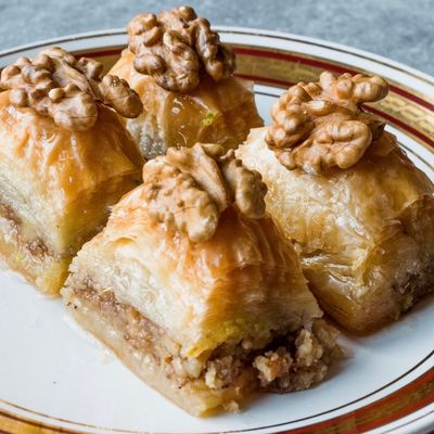 Handmade Walnut Baklava , 24 pieces - 2.2lb - 1kg