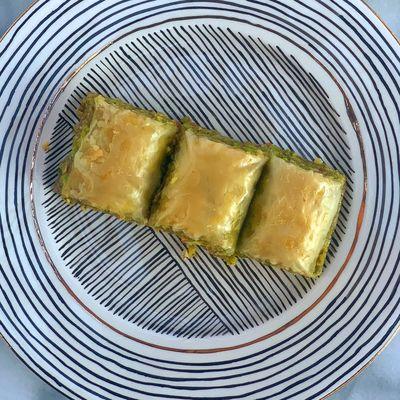 Special Handmade Pistachio Baklava , 30 pieces - 2.2lb - 1kg