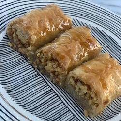 Special Handmade Walnut Baklava , 25 pieces - 2.2lb - 1kg - Thumbnail