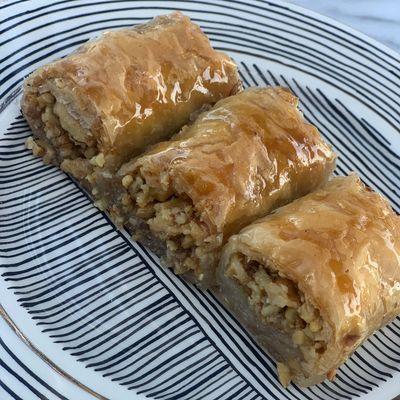 Special Handmade Walnut Baklava , 25 pieces - 2.2lb - 1kg